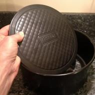 cake tin has removable bottom