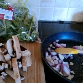 Quick veg - mushroom, spinach, onions and cream 6